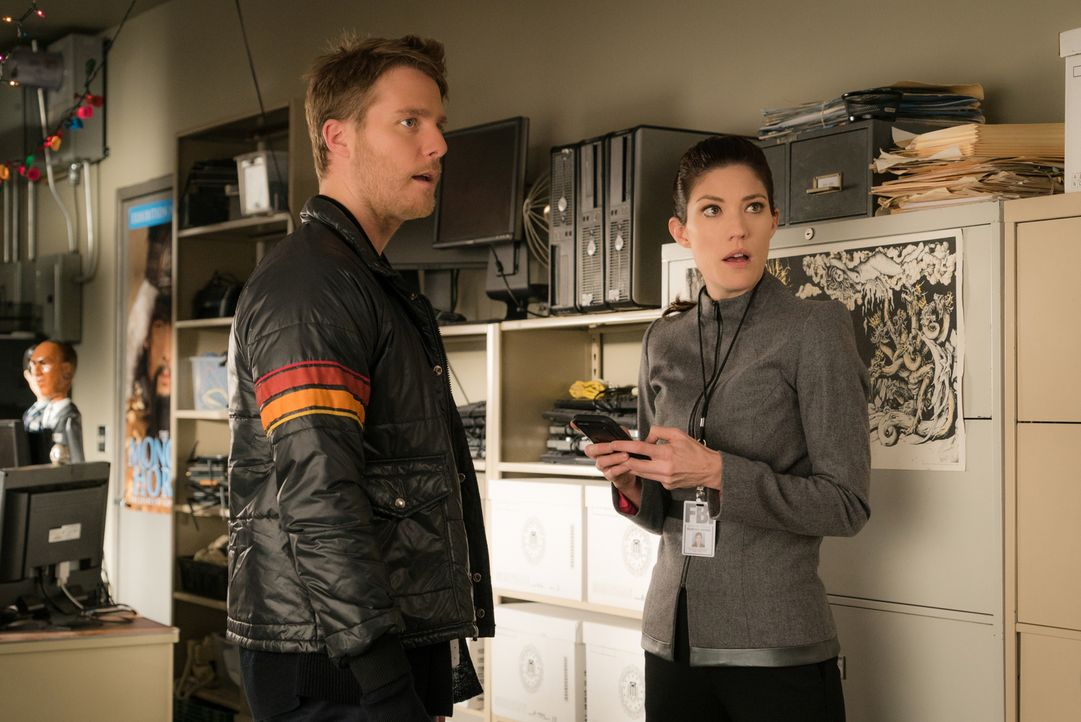 Ein Einbruch in ein Drogenlager, bringt interne Ermittlungen mit sich. Doch können Brian (Jake McDorman, l.) und Rebecca (Jennifer Carpenter, r.) de... - Bildquelle: Michael Parmelee 2015 CBS Broadcasting, Inc. All Rights Reserved