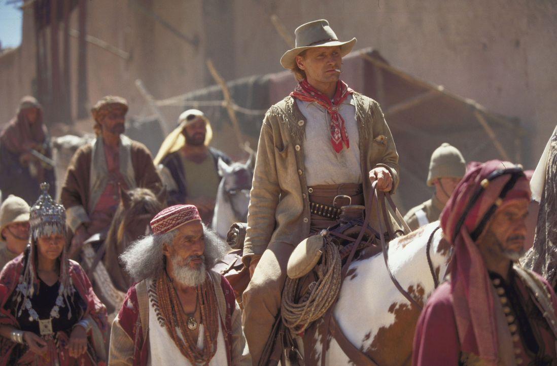 Als der berühmte amerikanische Kurierreiter Frank T. Hopkins (Viggo Mortensen) im Jahr 1890 von Scheich Riyadh die Einladung erhält, an einem 3000 M... - Bildquelle: Walt Disney Pictures. All rights reserved