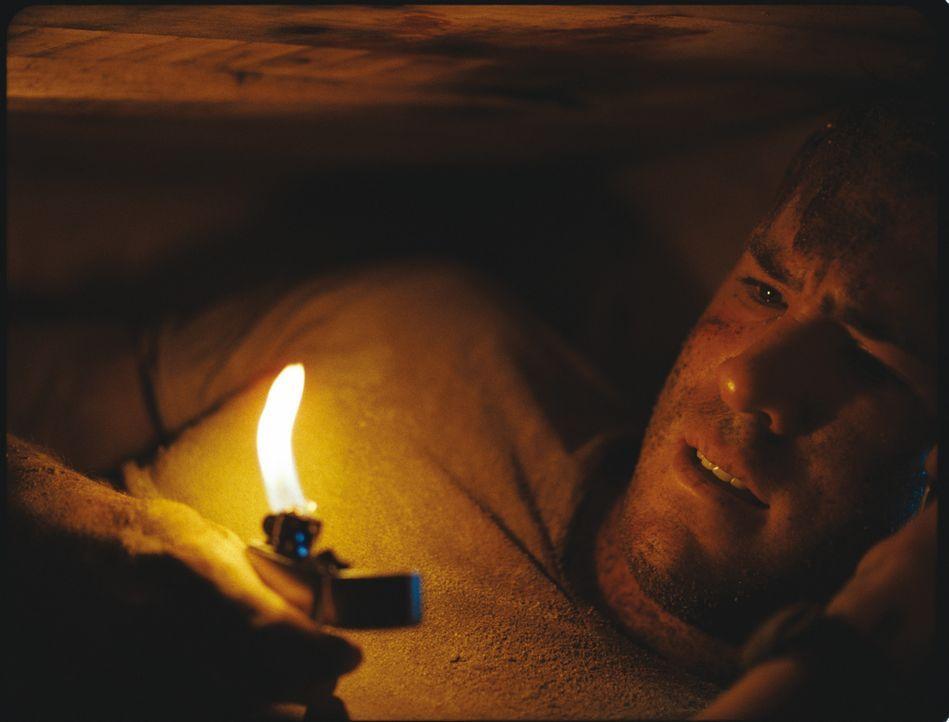 Der amerikanische Bauunternehmer Paul Conroy wird im Irak überfallen und in einem Holzsarg lebendig begraben. Mit einem Handy und einem Feuerzeug ve... - Bildquelle: ASCOT ELITE Home Entertainment GmbH _Buried