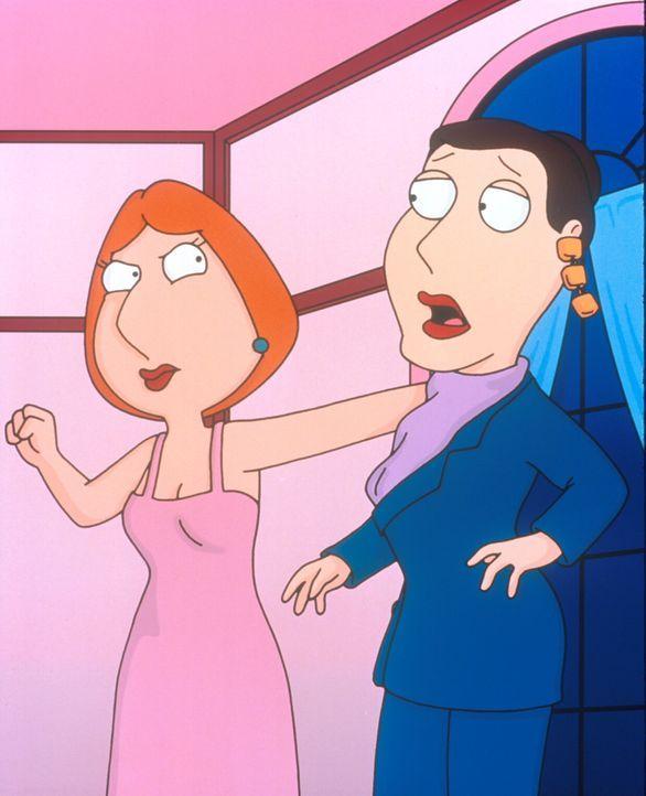 Lois (l.) ist von Peters überfeministischem Verhalten gar nicht begeistert. Erst als sie sich mit der Frauenverbandsleiterin (r.) einen heftigen Rin... - Bildquelle: TM +   2000 Twentieth Century Fox Film Corporation. All Rights Reserved.