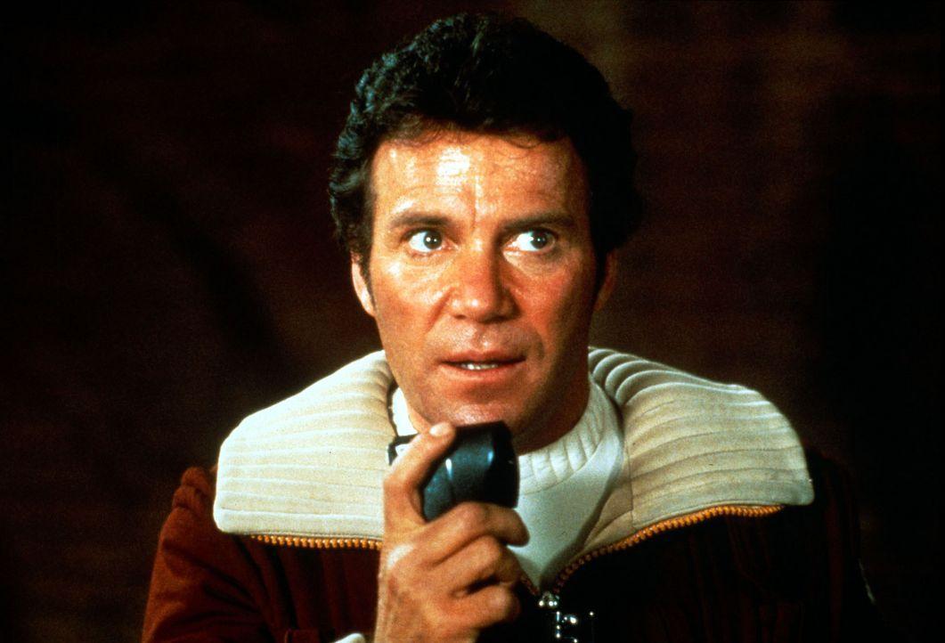 Admiral Kirk (William Shatner) wird von seinem Erzrivalen Khan bedroht. Khan hat ein Raumschiff gekapert, in dem ein Materialumwandler gebaut wurde.... - Bildquelle: Paramount Pictures