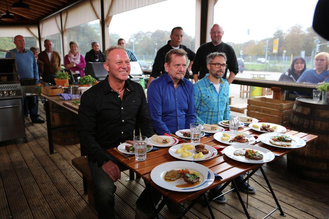 Die Testesser entscheiden, ob der Spitzenkoch oder seine Herausforderer das Beef Battle gewinnen ... - Bildquelle: Willi Weber ProSieben MAXX