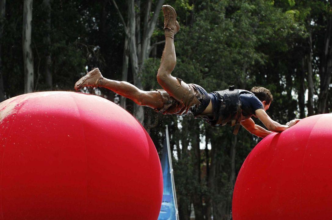 Viel Action, jede Menge Spaß und nur eine Frage bestimmen die Action-Fun-Show: Wer schafft es durch den Abenteuer-Parcours? 24 mutige Kandidaten tre... - Bildquelle: Stefan Menne ProSieben