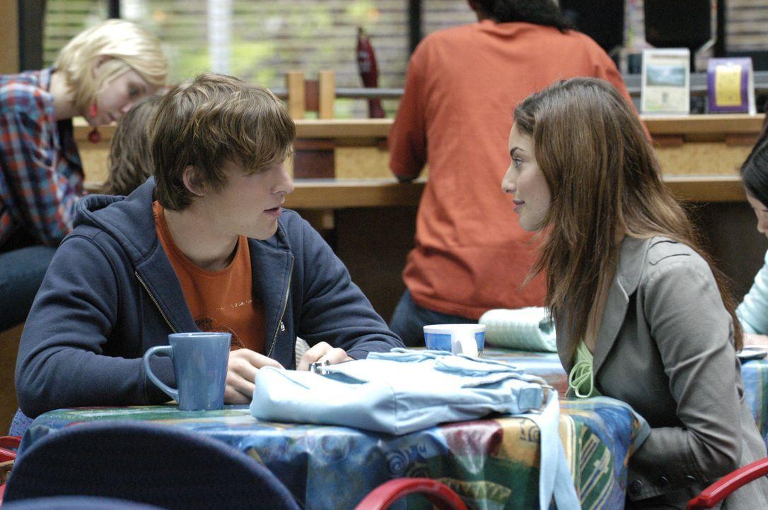 In Mollys (Erica Cerra, r.) Gegenwart fühlt sich Klye (Chad Faust, l.) wohl und sicher ... - Bildquelle: Viacom Productions Inc.