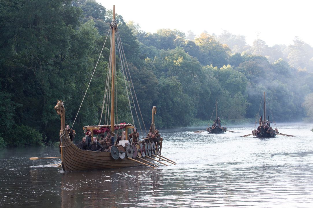 Die Wikinger sind wieder auf Raubzug auf der Tyne ... - Bildquelle: 2013 TM TELEVISION PRODUCTIONS LIMITED/T5 VIKINGS PRODUCTIONS INC. ALL RIGHTS RESERVED.