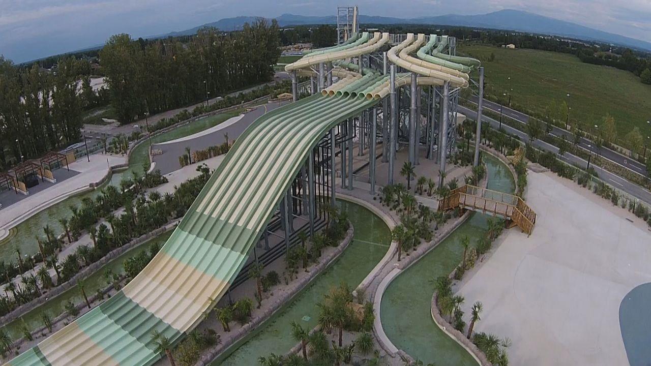 Die absoluten Highlights im Wasserpark Splashworld in der französischen Provence sind eine Surf-Simulator, eine Freifall-Rutsche und natürlich mehre... - Bildquelle: 2016, The Travel Channel, L.L.C. All Rights Reserved.