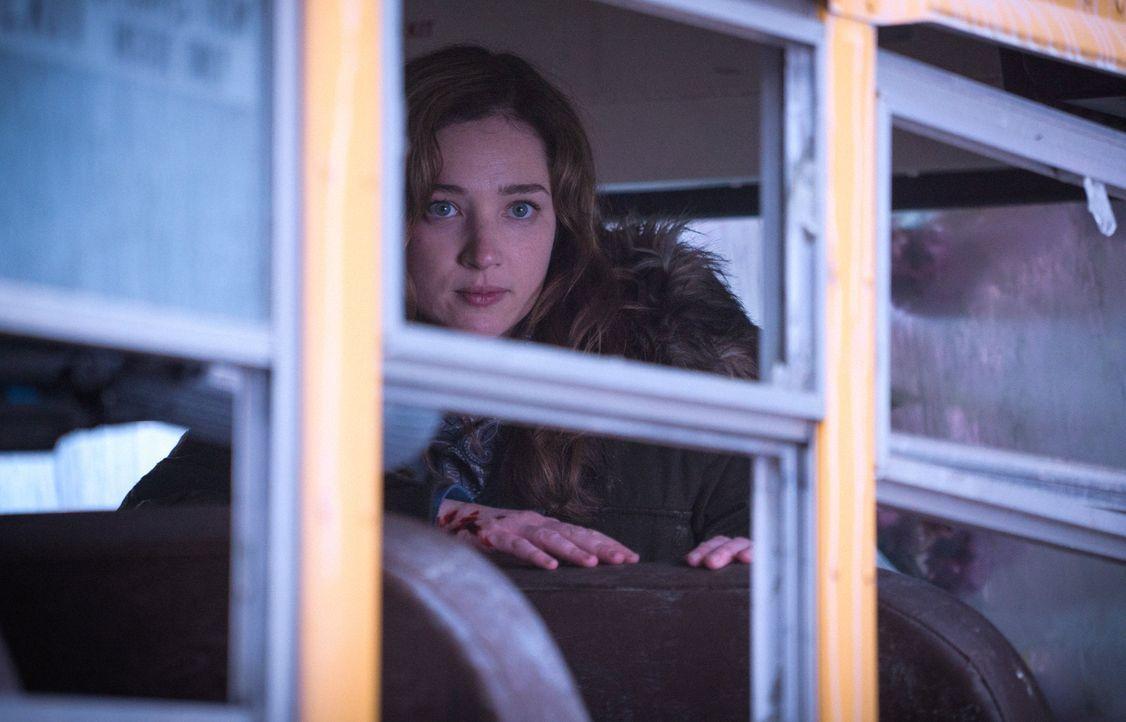 In Caraquet ist alles anders, als erwartet. Jetzt sitzt Jamie (Kristen Connolly) in einer tödlichen Falle ... - Bildquelle: Shane Harvey 2016 CBS Broadcasting Inc. All Rights Reserved.
