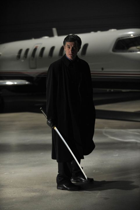 Hat der frühere Warehouse-Agent James MacPherson (Roger Rees) etwas mit dem Verschwinden des Samuraischwertes zu tun? - Bildquelle: Philippe Bosse SCI FI Channel