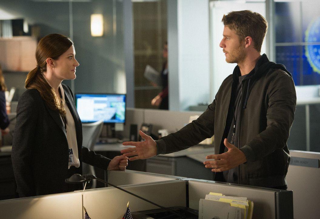 Mitten in den Ermittlungen mit Rebecca (Jennifer Carpenter, l.) in einem neuen Fall, bekommt Brian (Jake McDorman, r.) einen Auftrag von Sands, der... - Bildquelle: David M. Russell 2015 CBS Broadcasting, Inc. All Rights Reserved