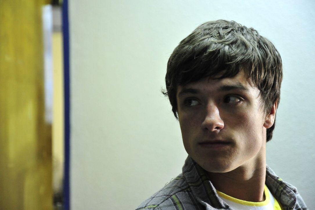 Als an der Grizzly Lake High School ein brutaler Mörder sein Unwesen treibt, muss Clapton (Josh Hutcherson) in die Vergangenheit reisen, um seine Zu... - Bildquelle: 2011 Detention Films, LLC. All Rights Reserved.