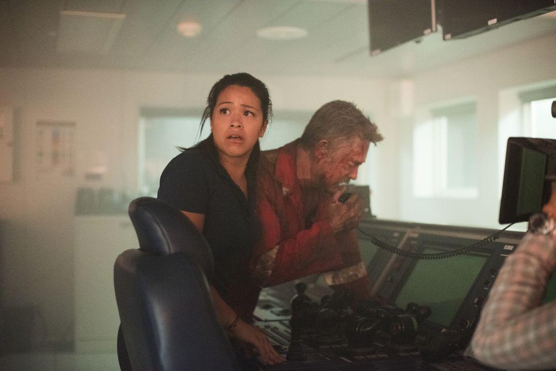 Obwohl Jimmy Harrell (Kurt Russell, r.), der Chef der Ölplattform Deepwater Horizon, ausführliche Sicherheitstests anordnet, kommt es am 20. April 2... - Bildquelle: Enrique Chediak Studiocanal