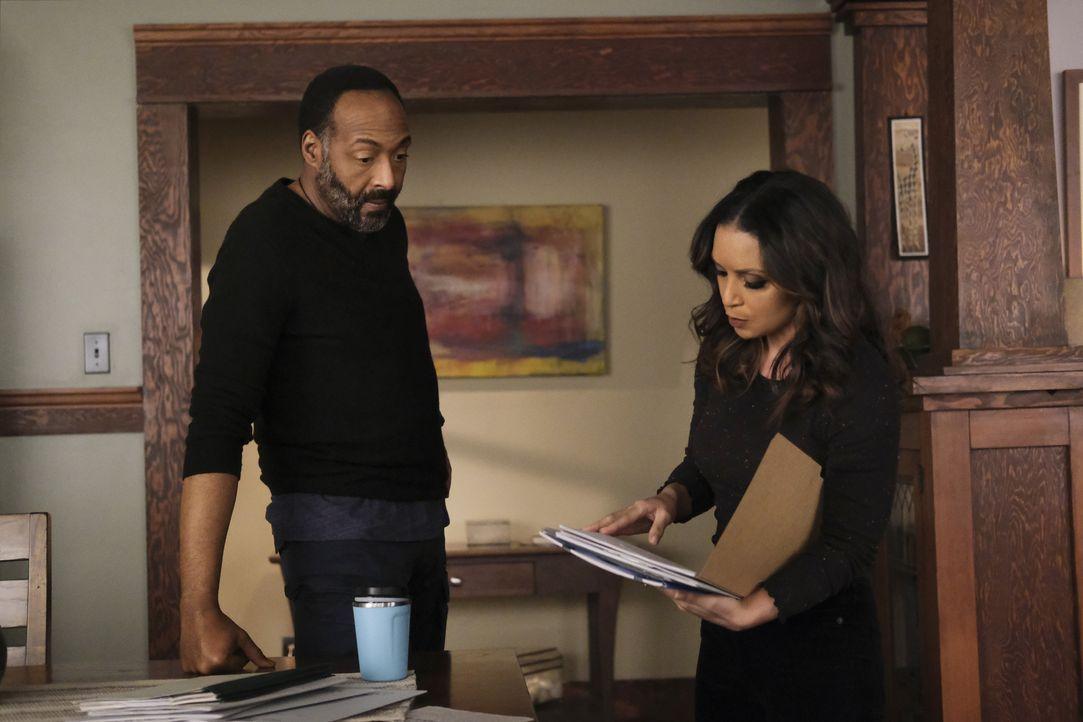 Joe West (Jesse L. Martin, l.); Cecile Horton (Danielle Nicolet, r.) - Bildquelle: Warner Bros. Entertainment Inc. All Rights Reserved.