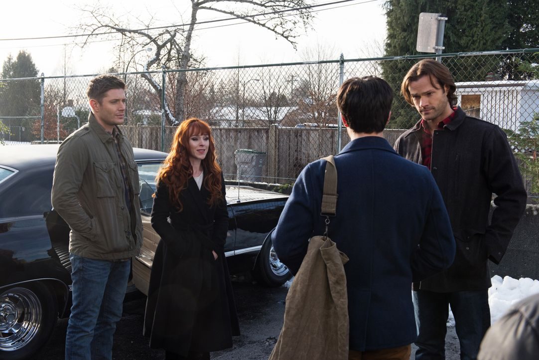 (v.l.n.r.) Dean (Jensen Ackles); Rowena (Ruth Connell); Gavin MacLeod (Theo Devaney); Sam (Jared Padalecki) - Bildquelle: Dean Buscher 2016 The CW Network, LLC. All Rights Reserved / Dean Buscher