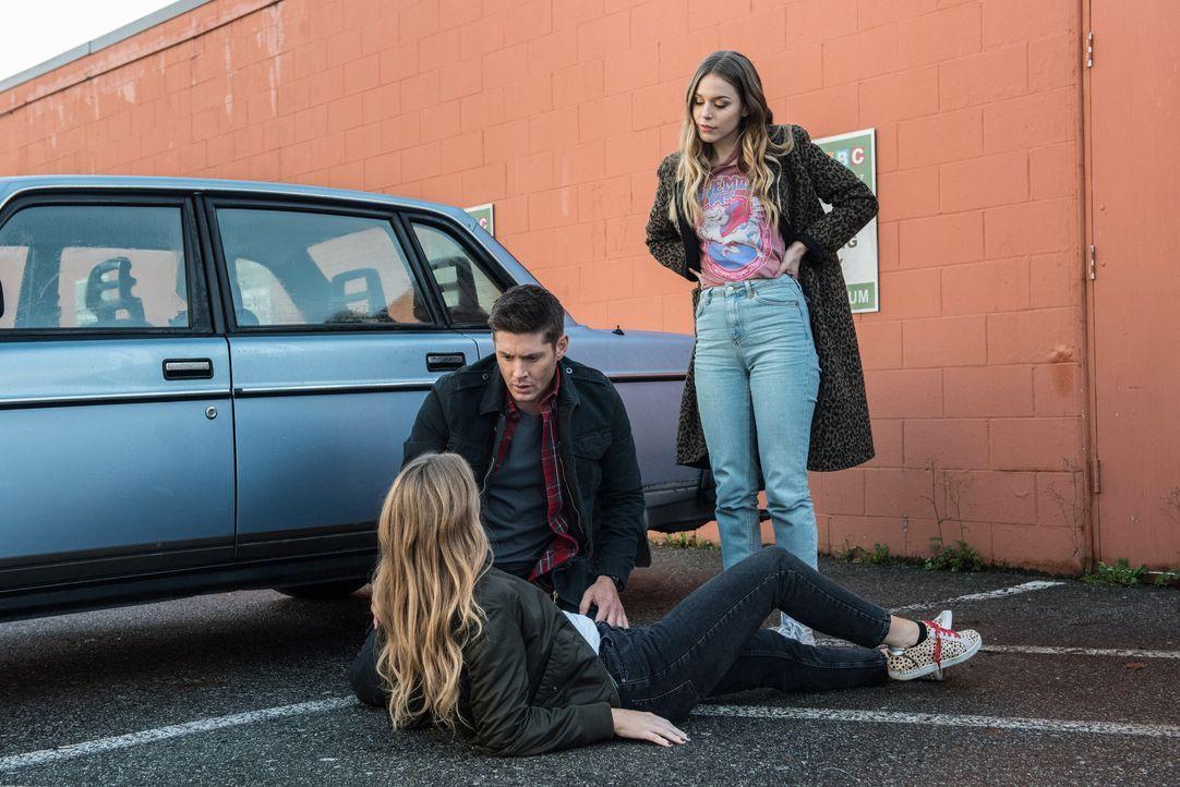(v.l.n.r.) Jamie Plum (Jordan Claire Robbins); Dean (Jensen Ackles); Jennie Plum (Elise Gatien) - Bildquelle: Dean Buscher 2018 The CW Network, LLC. All Rights Reserved / Dean Buscher