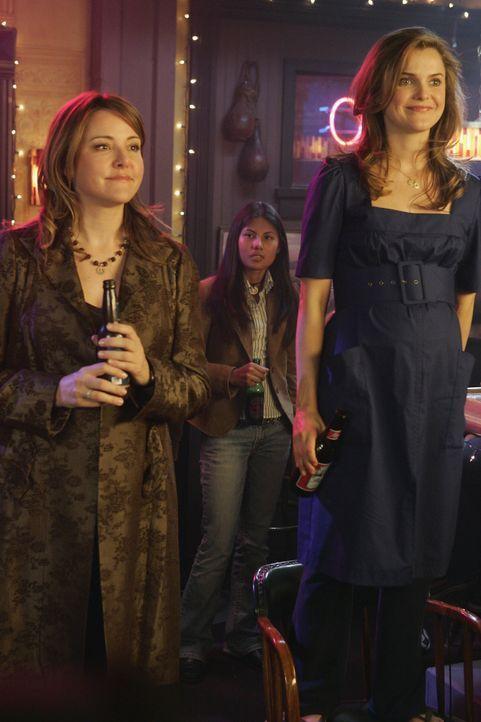 Freuen sich für Elliot: Melody (Keri Russell, r.) und Jordan (Christa Miller, l.) ... - Bildquelle: Touchstone Television