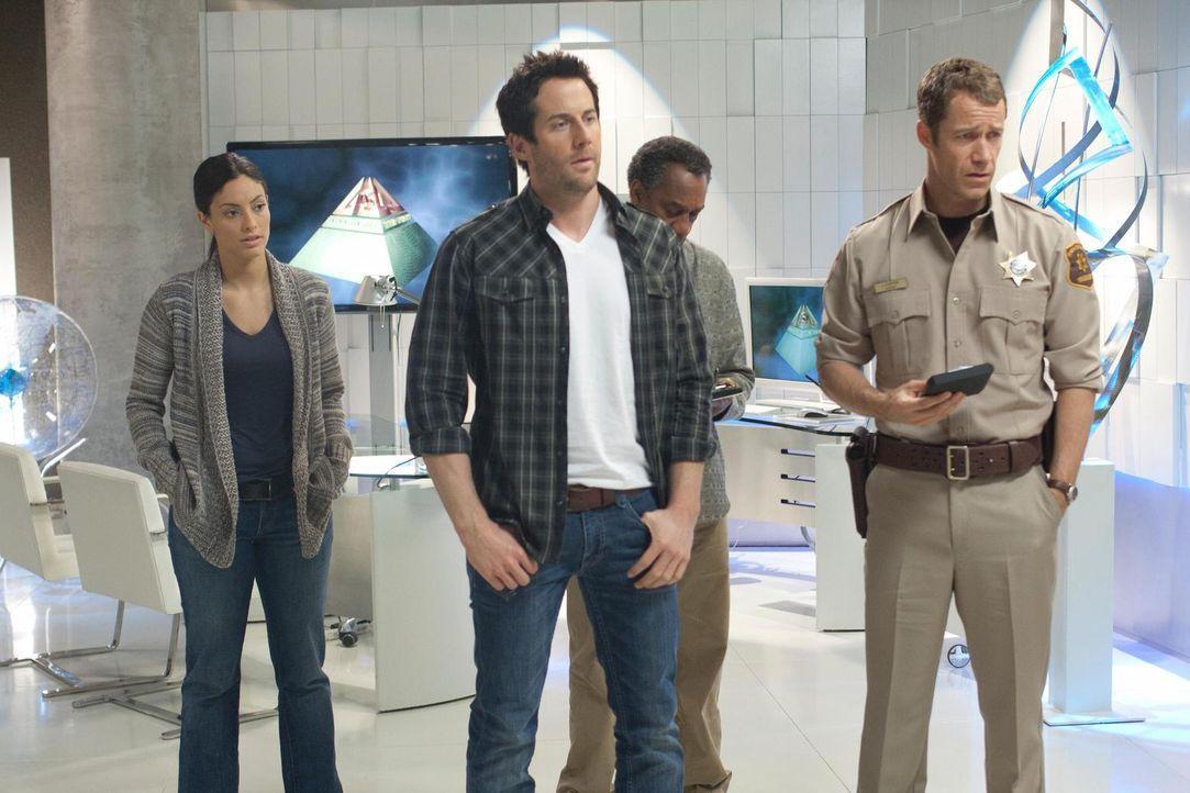 Während sich Zane (Niall Matter, 2.v.l.) und Parrish zoffen, müssen Lupo (Erica Cerra, l.), Henry (Joe Morton, 2.v.r.) und Jack (Colin Ferguson, r.)... - Bildquelle: Universal Television