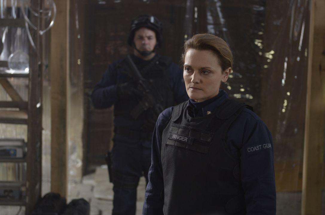 Lt. Commander Winger (Patricia Summersett) erkennt, dass die Navy den Plan B ausführen will, um endgültig zu verhindern, dass der Virus sich weiter... - Bildquelle: Philippe Bosse 2014 Syfy Media, LLC