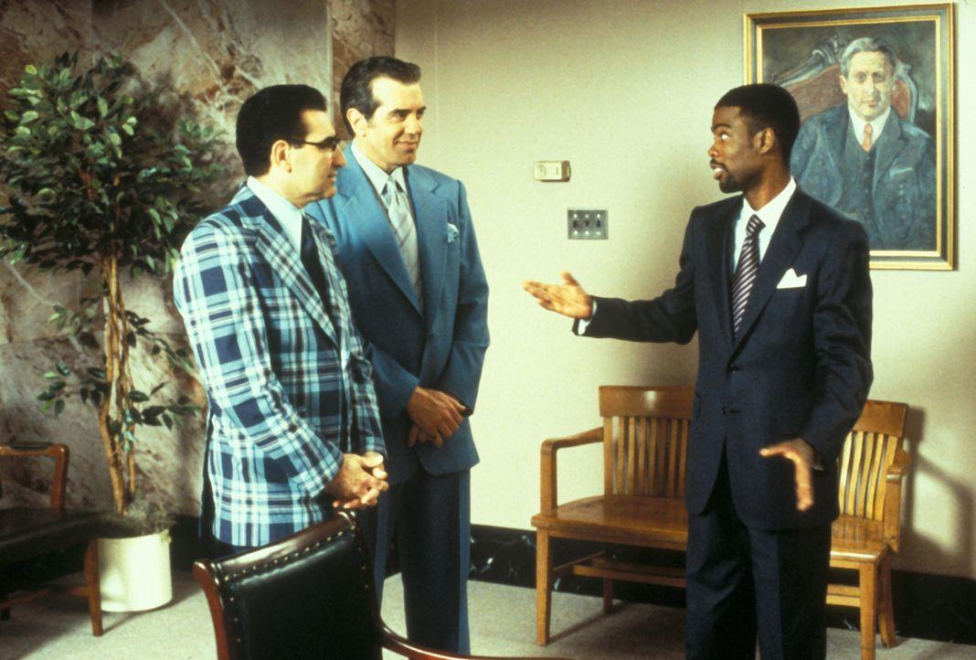 Der schwarze Komiker Lance Barton (Chris Rock, r.) wird leider zu früh in den Himmel abberufen - eigentlich wäre er aber erst im Jahre 2044 dran gew... - Bildquelle: Paramount Pictures