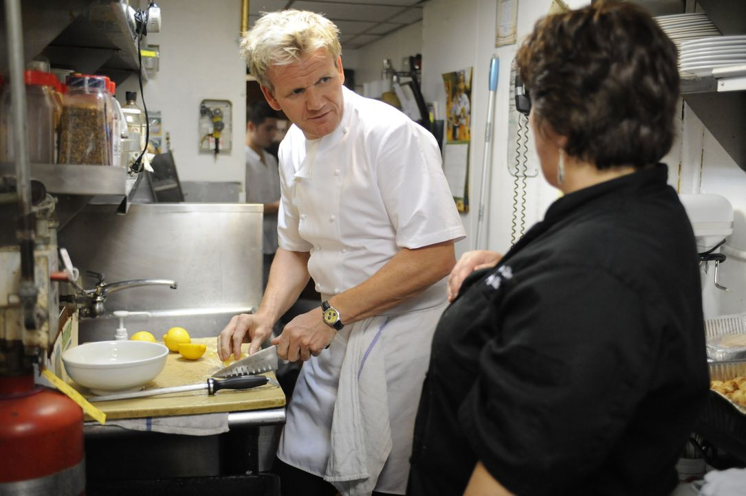 Gordon Ramsay (l.) - Bildquelle: Jeffrey Neira 2009 ITV Studios, Inc. all rights reserved. / Jeffrey Neira