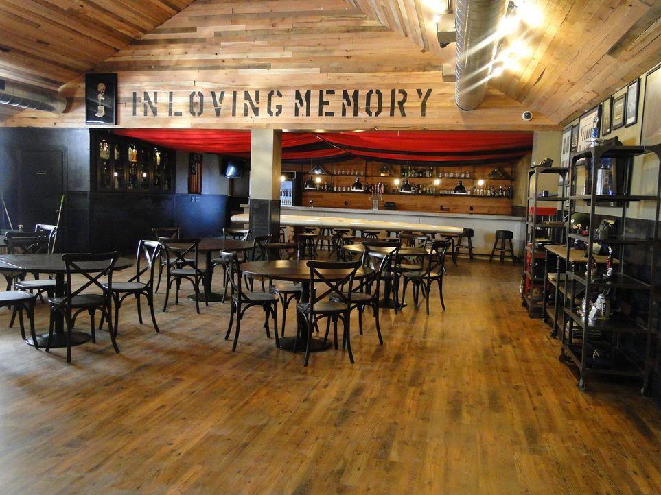Eine edle Bar für ehemalige Soldaten, ein Kamin und ein neuer Boden - ob Josh und sein Team den Geschmack ihrer Kunden wohl treffen konnten? - Bildquelle: 2012, DIY Network/Scripps Networks, LLC.  All Rights Reserved