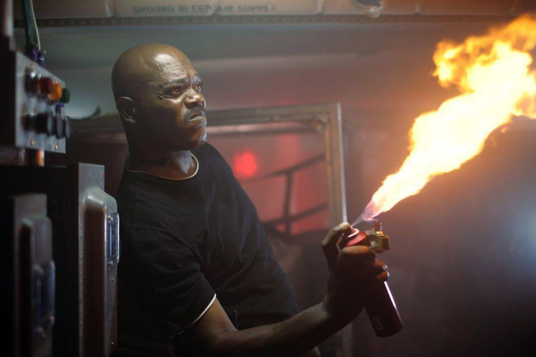 Kämpft mit allen Mitteln gegen die Invasion der Giftschlangen: FBI-Agent Neville Flynn (Samuel L. Jackson). Doch wird er die tödliche Gefahr noch au... - Bildquelle: Warner Brothers