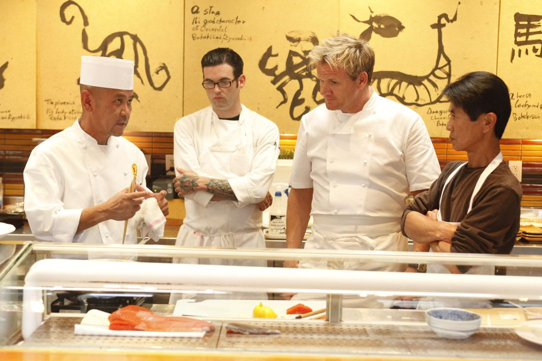 Gordon Ramsay (2.v.r.) - Bildquelle: Greg Gayne 2009 ITV Studios, Inc. all rights reserved. / Greg Gayne