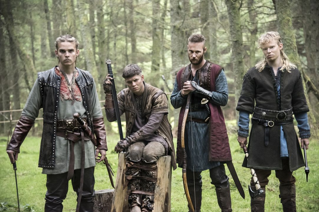 (4. Staffel) - Werden sie stets ihrem Vater Ragnar treu zur Seite stehen? Seine Söhne Ivar (Alex Høgh Andersen, 2.v.l.), Übbe (Jordan Patrick Smith,... - Bildquelle: 2016 TM PRODUCTIONS LIMITED / T5 VIKINGS III PRODUCTIONS INC. ALL RIGHTS RESERVED.