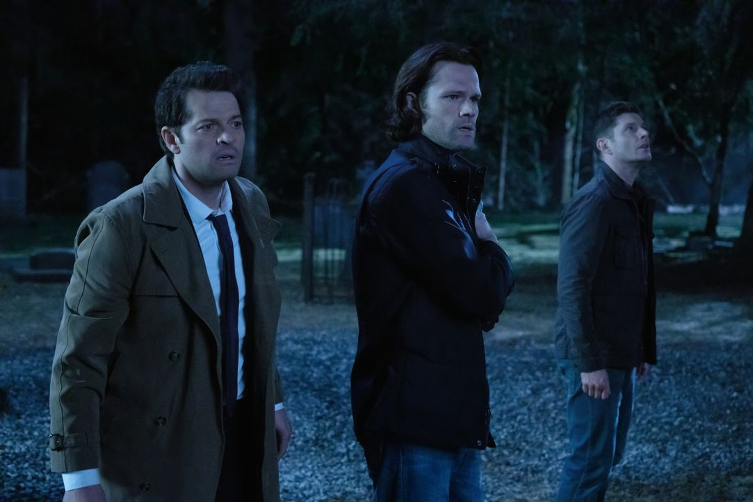(v.l.n.r.) Castiel (Misha Collins); Sam Winchester (Jared Padalecki); Dean Winchester (Jensen Ackles) - Bildquelle: LEONINE Studios