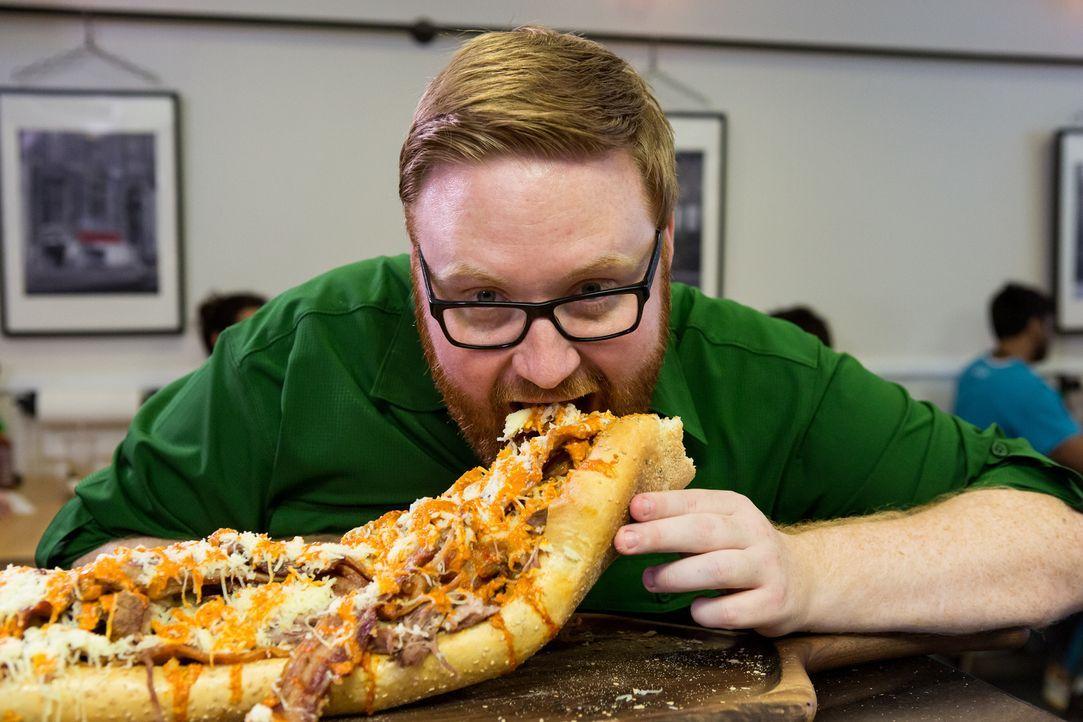 (1. Staffel) - Food-Fanatiker Josh Denny macht sich in den USA auf die Suche nach den größten und leckersten Gerichten. Dabei testet er aber nicht n... - Bildquelle: Ben Leuner 2016, Television Food Network, G.P. All Rights Reserved.