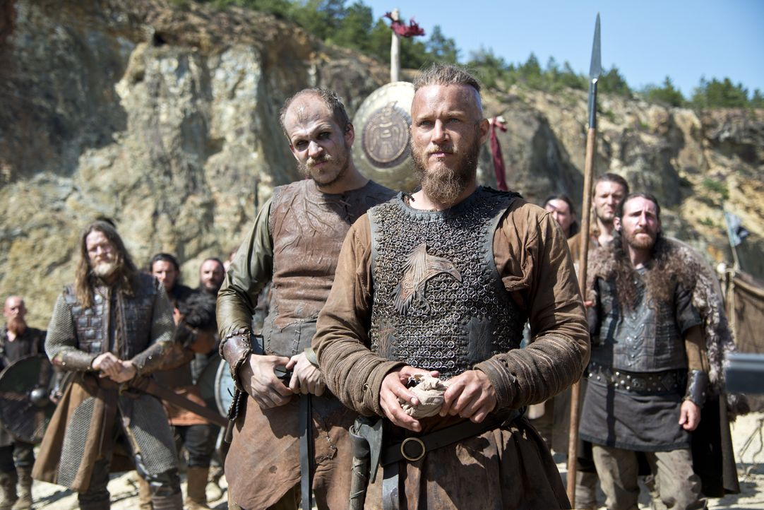 Da die Verhandlungen von Ragnar mit Jarl Borg gescheitert sind, kommt es unweigerlich zu einer großen Schlacht: König Horik (Donal Logue, 2.v.l.), F... - Bildquelle: Bernard Walsh 2013 TM TELEVISION PRODUCTIONS LIMITED/T5 VIKINGS PRODUCTIONS INC. ALL RIGHTS RESERVED.