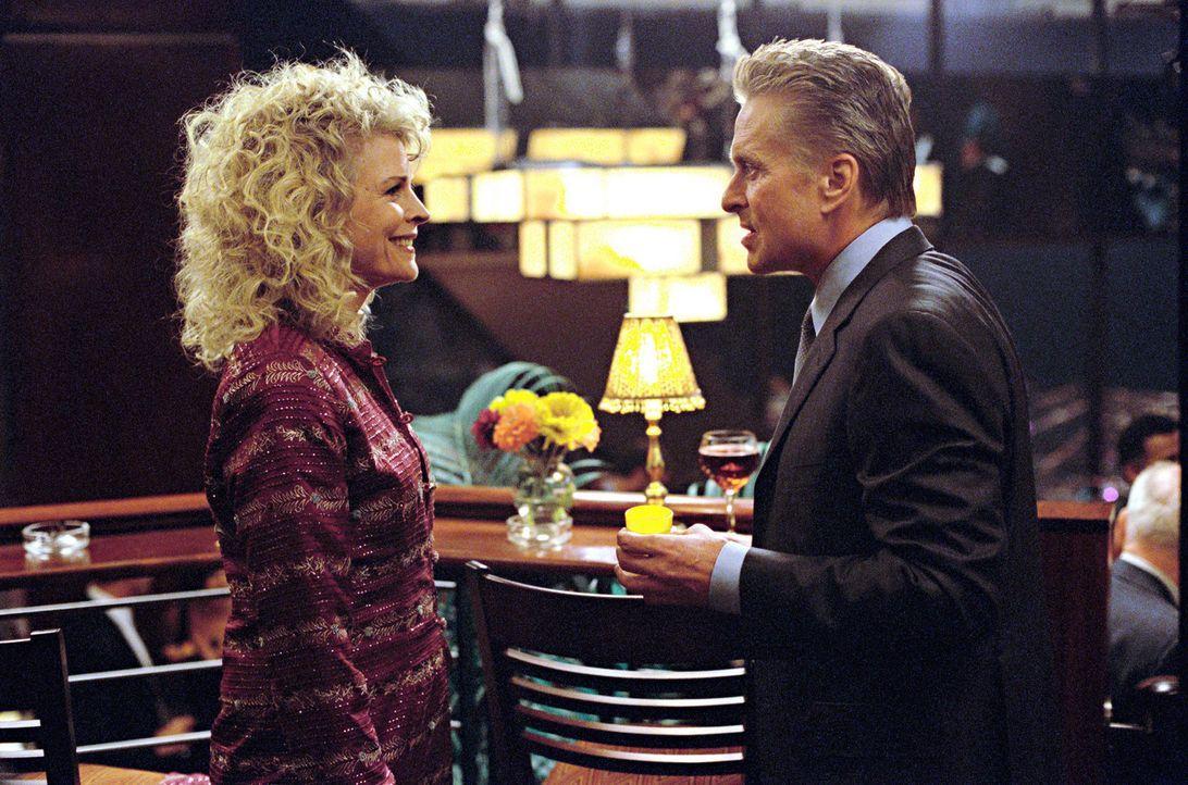 Freuen sich auf die Hochzeit ihres Sohnes Mark: Steve (Michael Douglas, r.) und Judy (Candice Bergen, l.) ... - Bildquelle: Warner Bros.