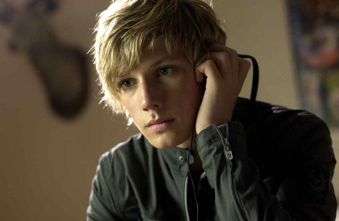 Nach dem Tod seines Onkels wird dem 14-jährigen Alex Rider (Alex Pettyfer) klar, dass dieser keineswegs der langweilige Banker war, für den er ihn h... - Bildquelle: Liam Daniel Samuelsons / IoM Film.