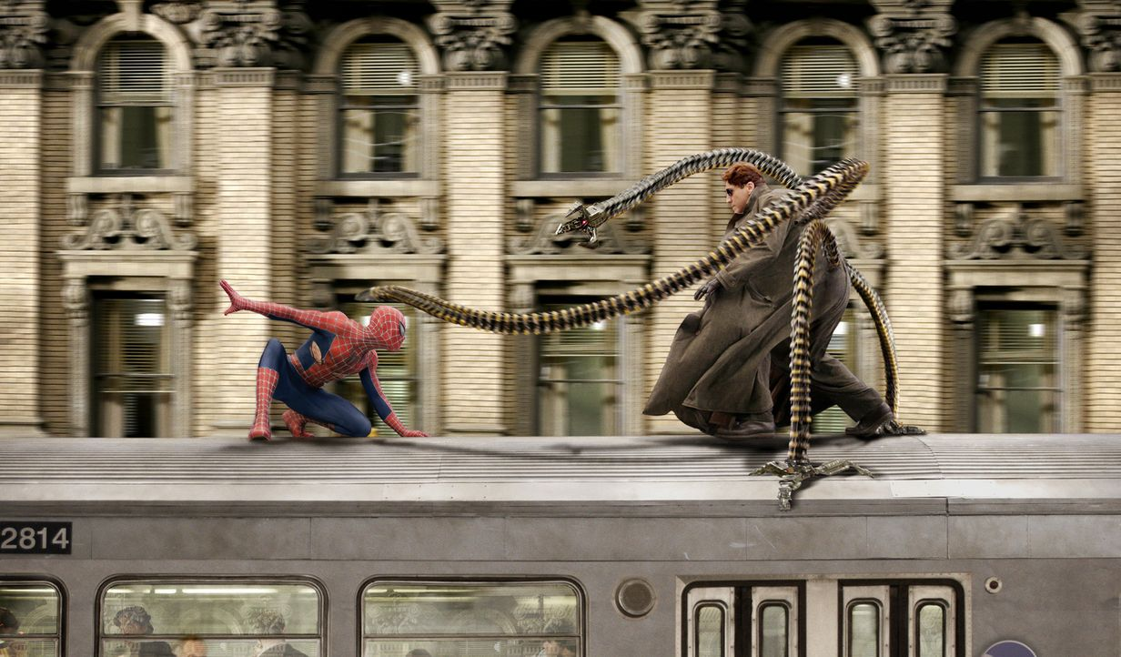 Ein Kampf auf Leben und Tod entbrennt zwischen Spider-Man (Tobey Maguire, l.) und Doc Ock (Alfred Molina, r.) ... - Bildquelle: Sony Pictures Television International. All Rights Reserved.
