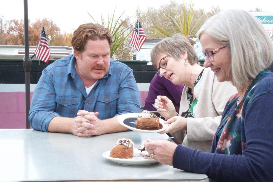 Casey (l.) ist begeistert von der Eiscreme in Boise, denn hier sieht sie aus wie eine Kartoffel. Doch wie kommt die außergewöhnliche Köstlichkeit be... - Bildquelle: 2018, The Travel Channel, LLC. All Rights Reserved.