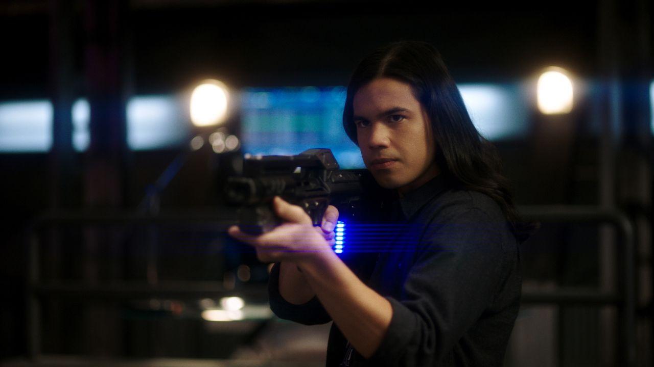 Cisco Ramon (Carlos Valdes) - Bildquelle: Warner Bros. Entertainment Inc. All Rights Reserved.