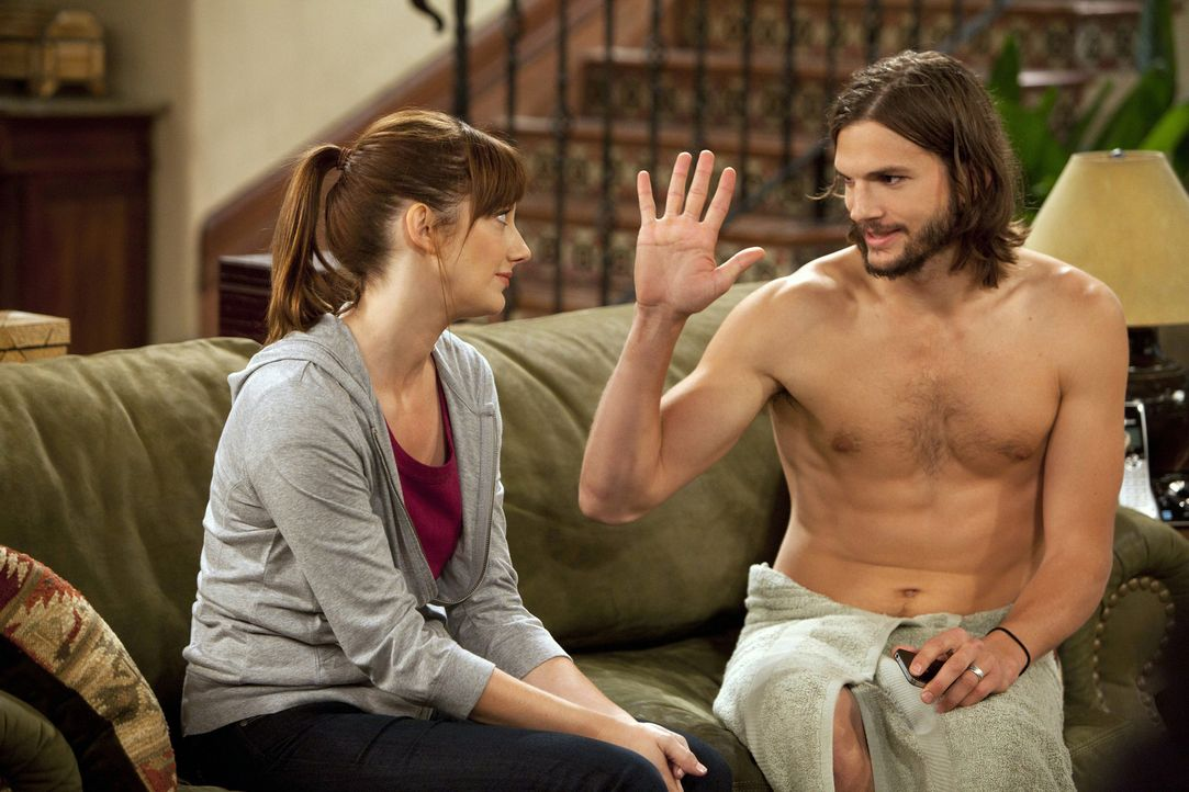 Werden sie mit Alans Hilfe wieder zusammenfinden? Bridget (Judy Greer, l.) und Walden (Ashton Kutcher, r.) ... - Bildquelle: Warner Brothers Entertainment Inc.