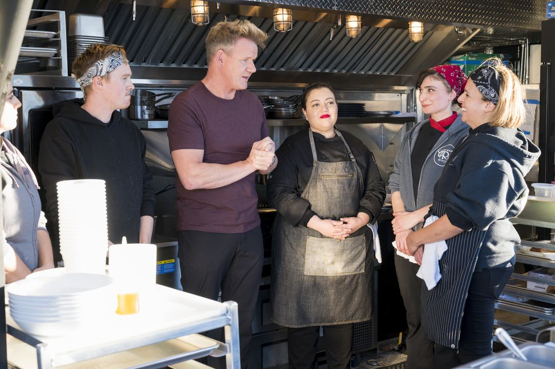 Gordon Ramsay (2.v.l.) - Bildquelle: Jeffrey Neira Studio Ramsay and all3media international / Jeffrey Neira