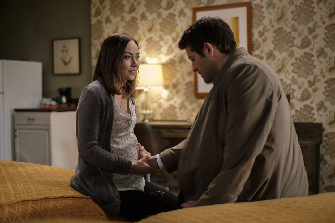 Kelly (Courtney Ford, l.); Castiel (Misha Collins, r.) - Bildquelle: Robert Falconer 2016 The CW Network, LLC. All Rights Reserved/Robert Falconer