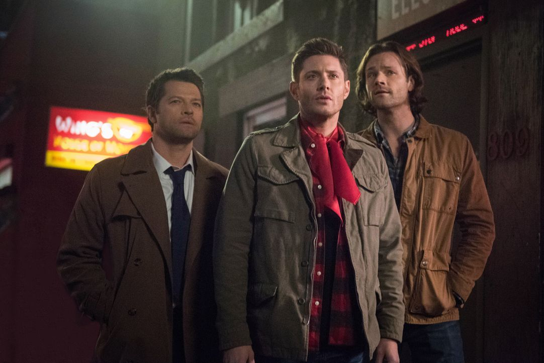 (v.l.n.r.) Castiel (Misha Collins);  Dean (Jensen Ackles); Sam (Jared Padalecki) - Bildquelle: Dean Buscher 2018 The CW Network, LLC. All Rights Reserved / Dean Buscher