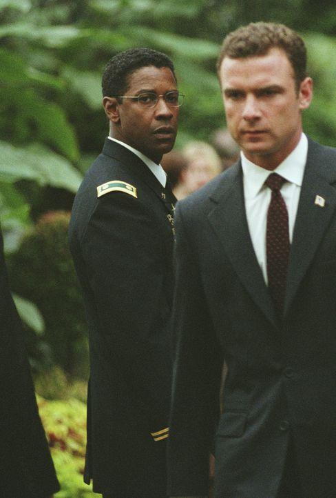 Eigentlich sollte Major Ben Marco (Denzel Washington, l.) seinem Kameraden Reymond Shaw (Liev Schreiber, r.) ewig dankbar sein, weil ihm dieser im G... - Bildquelle: Paramount Pictures