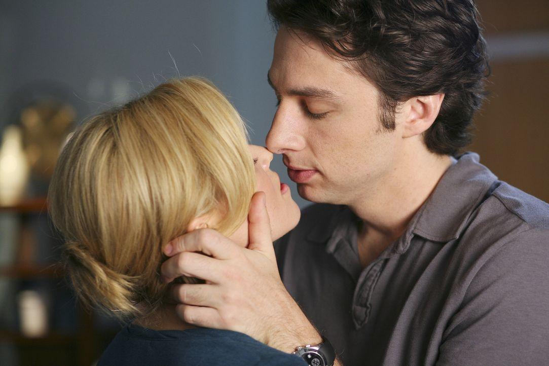 J.D. (Zach Braff, r.) versucht Kim (Elizabeth Banks, l.) ein guter Freund zu sein, damit sie die Stelle in Washington nicht antritt ... - Bildquelle: Touchstone Television