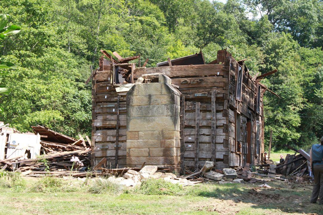 Die Scheune ist eine einzige Ruine. Kann sie wirklich von der Scheunenprofis gerettet werden? - Bildquelle: 2015, DIY Network/Scripps Networks, LLC. All Rights Reserved.
