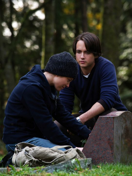 Ist verantwortlich für den Tod ihres Mitschüler Nick (Canuck Justin Chatwin, r.): Annie Newton (Margarita Levieva, l.) ... - Bildquelle: Hollywood Pictures & Spyglass Entertainment.  All rights reserved