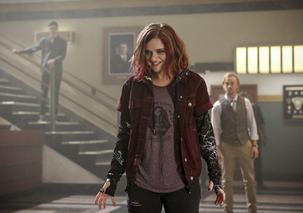 Frankie Kane alias Magenta (Joey King) hat ihre Kräfte nicht immer unter Kontrolle. Können Flash und sein Team ihr helfen oder will sie sich gar nic... - Bildquelle: 2016 Warner Bros.