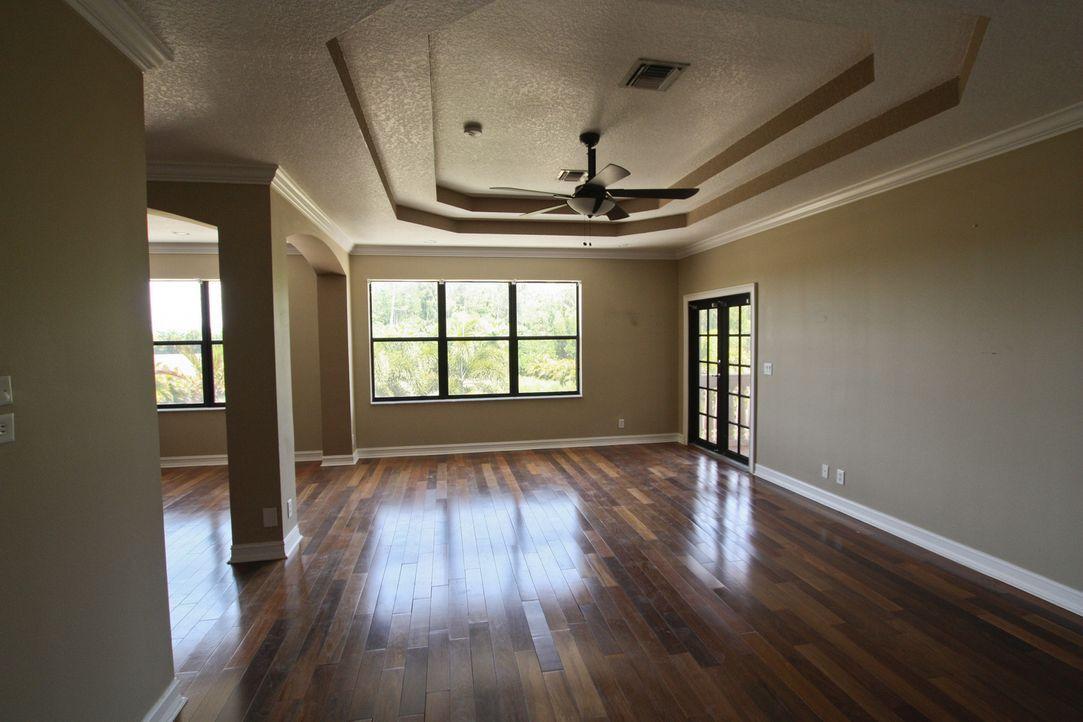 Dieses Mal wird das Hauptschlafzimmer in eine Baustelle verwandelt. Am Schluss soll es für den zukünftigen Besitzer wie ein persönlicher und moderne... - Bildquelle: 2012, DIY Network/Scripps Networks, LLC.  All Rights Reserved
