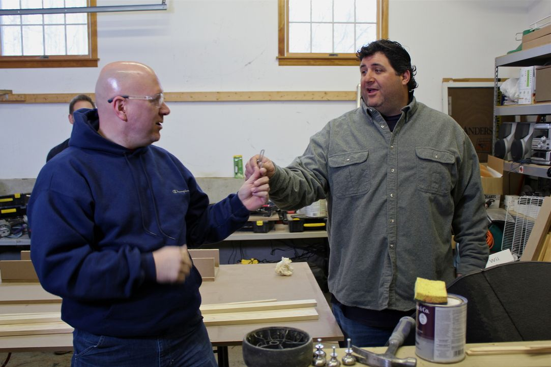 Eric Richter (l.); Tony Siragusa (r.) - Bildquelle: Nathan Frye 2011, DIY Network/Scripps Networks, LLC.  All Rights Reserved/ Nathan Frye