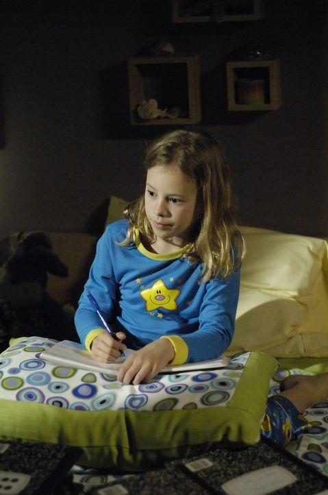 Diana versucht ihrer Tochter Maia (Conchita Campbell) zu helfen, die Schwierigkeiten hat, ihre präkognitiven Visionen zu kontrollieren ... - Bildquelle: Viacom Productions Inc.
