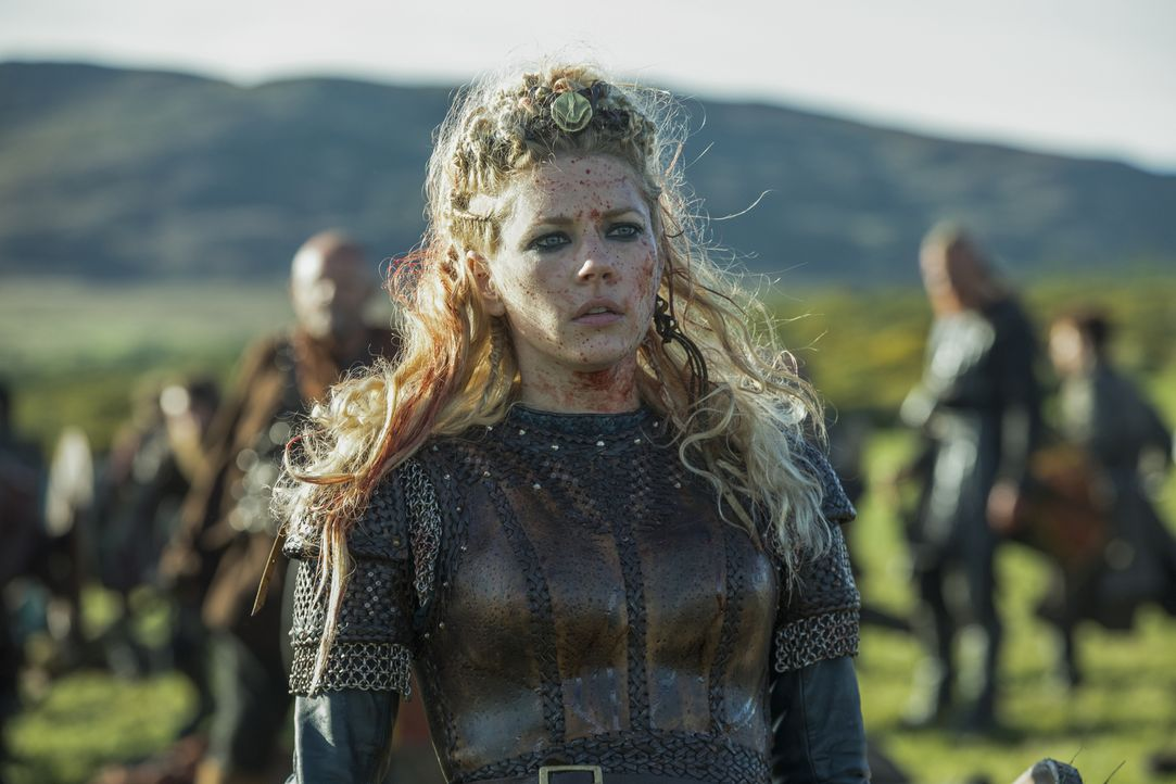 Muss Wikingerkönigin Lagertha (Katheryn Winnick) wirklich um ihren Platz auf dem Thron bangen? - Bildquelle: 2017 TM PRODUCTIONS LIMITED / T5 VIKINGS III PRODUCTIONS INC. ALL RIGHTS RESERVED.