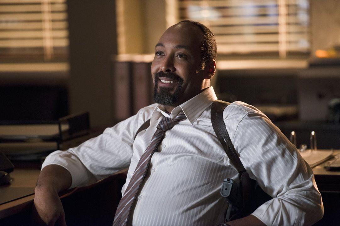 Nach und nach glaubt Joe (Jesse L. Martin), dass mit Dr. Wells etwas nicht stimmt. Gemeinsam mit Eddie beginnt er, gegen den Wissenschaftler zu ermi... - Bildquelle: Warner Brothers.