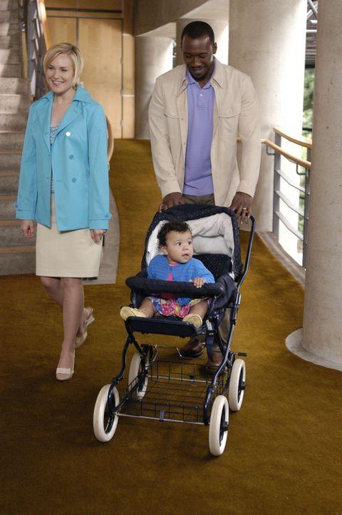 Wünschen sich ein normales Leben: Richard (Mahershalalhashbaz Ali, r.) und Lily (Laura Allen, l.) mit ihrer kleinen Tochter Isabelle ... - Bildquelle: Viacom Productions Inc.